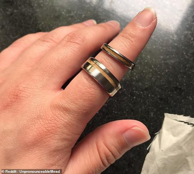 Cô dâu đăng đàn tố mẹ chồng tự ý mua nhẫn cưới cho con trai mà không thèm hỏi ý kiến, phản ứng của chú rể khiến ai cũng phải đồng tình - Ảnh 1.