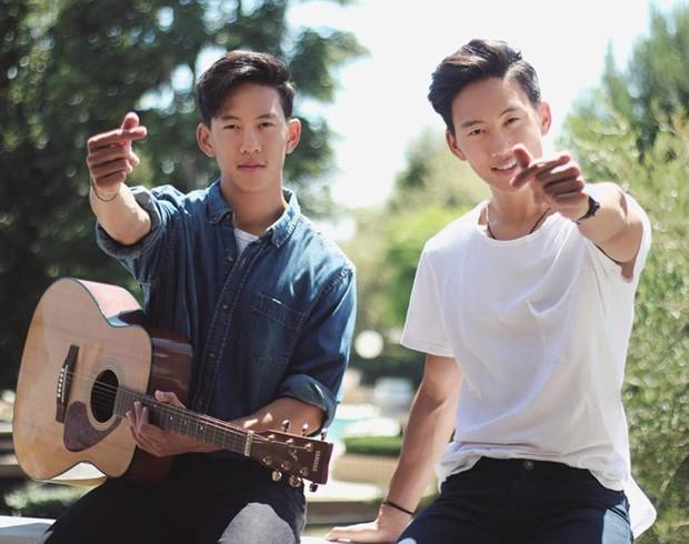 Loạt hit Vpop phiên bản acoustic: Chỉ là hát cover thôi mà nhiều bài còn hay hơn cả bản gốc! - Ảnh 1.
