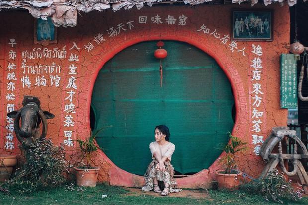 Đi 1 được 3: Ngôi làng nhỏ vừa thơ mộng như đồi chè Mộc Châu, vừa cổ kính như Phượng Hoàng Cổ Trấn mà lại ngay gần Việt Nam nè! - Ảnh 18.