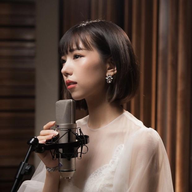 Loạt hit Vpop phiên bản acoustic: Chỉ là hát cover thôi mà nhiều bài còn hay hơn cả bản gốc! - Ảnh 11.
