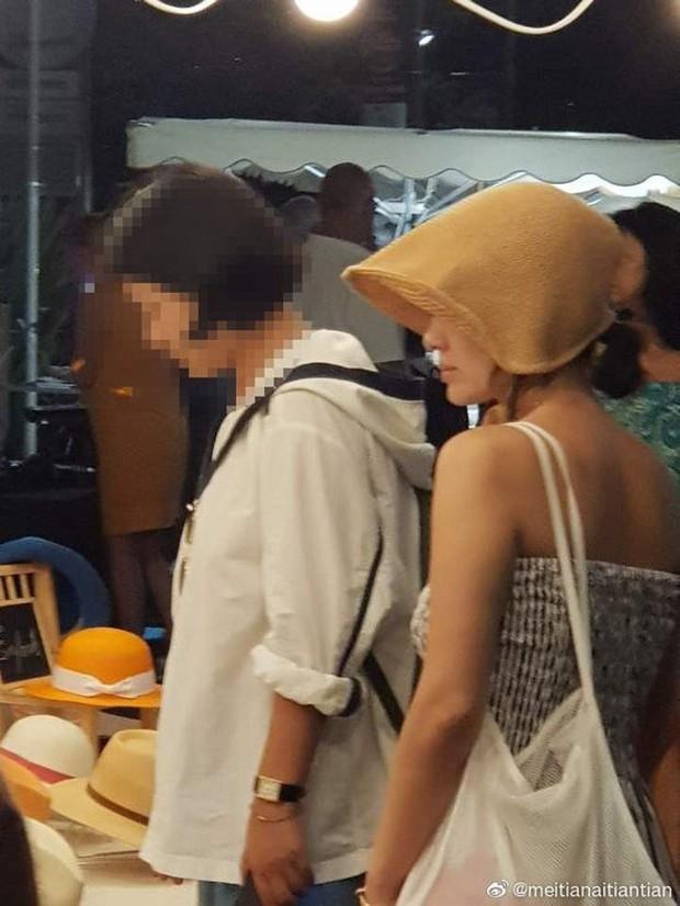 Lộ ảnh hiếm Song Hye Kyo hẹn hò ở chợ Cannes hậu ly hôn: Mặt mộc khiến du khách tại Pháp phải mê, biểu cảm gây chú ý - Ảnh 6.