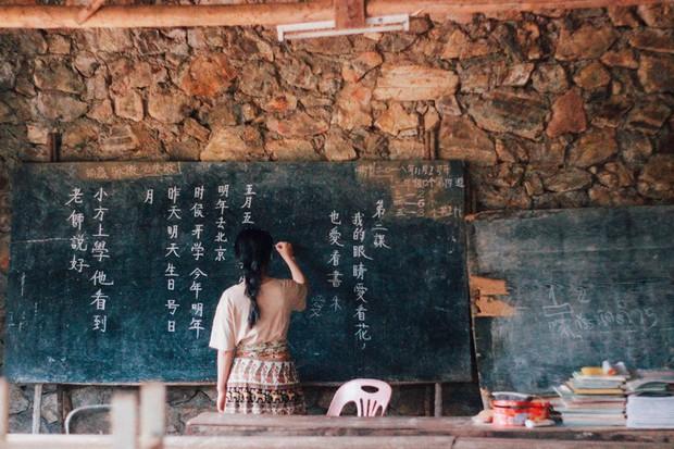 Đi 1 được 3: Ngôi làng nhỏ vừa thơ mộng như đồi chè Mộc Châu, vừa cổ kính như Phượng Hoàng Cổ Trấn mà lại ngay gần Việt Nam nè! - Ảnh 14.