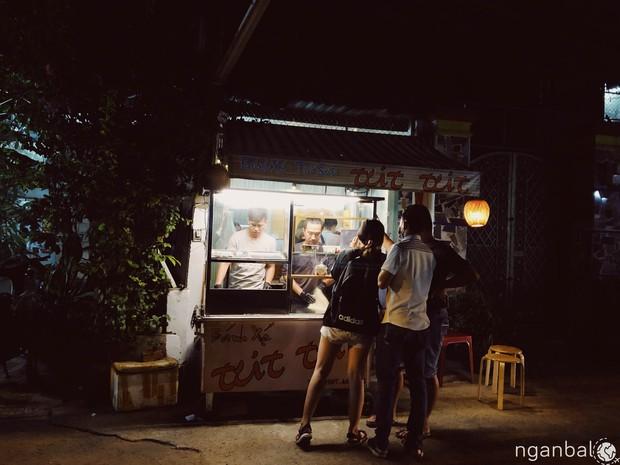 Lạ lùng món bánh xé mới toanh vừa cập bến Sài Gòn: vừa ăn vừa xé cực gây nghiện - Ảnh 2.