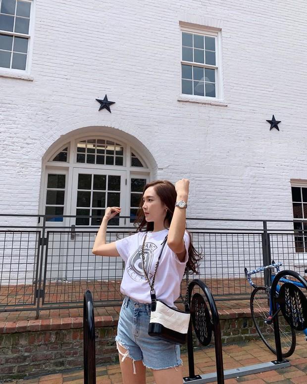 Nhìn loạt idol Hàn có ngay 12 công thức diện áo phông đi học xinh lung linh mà bạn nên bỏ túi để xài dần - Ảnh 8.