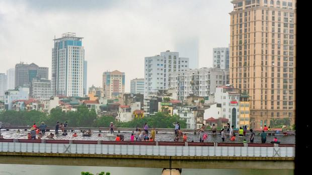 Đường sắt Cát Linh - Hà Đông bỗng hóa hoa vàng trên cỏ xanh qua bàn tay photoshop, thêm loạt lựa chọn bất ngờ được dân mạng ủng hộ rào rào - Ảnh 4.