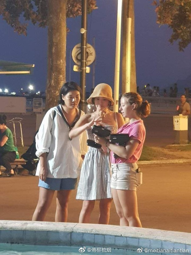 Lộ ảnh hiếm Song Hye Kyo hẹn hò ở chợ Cannes hậu ly hôn: Mặt mộc khiến du khách tại Pháp phải mê, biểu cảm gây chú ý - Ảnh 2.