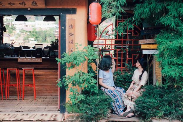Đi 1 được 3: Ngôi làng nhỏ vừa thơ mộng như đồi chè Mộc Châu, vừa cổ kính như Phượng Hoàng Cổ Trấn mà lại ngay gần Việt Nam nè! - Ảnh 19.