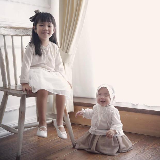 Con gái thứ hai của nữ thần Kpop thế hệ 1 Eugene và tài tử Ki Tae Young gây chú ý vì lộ mặt xinh như thiên thần - Ảnh 5.