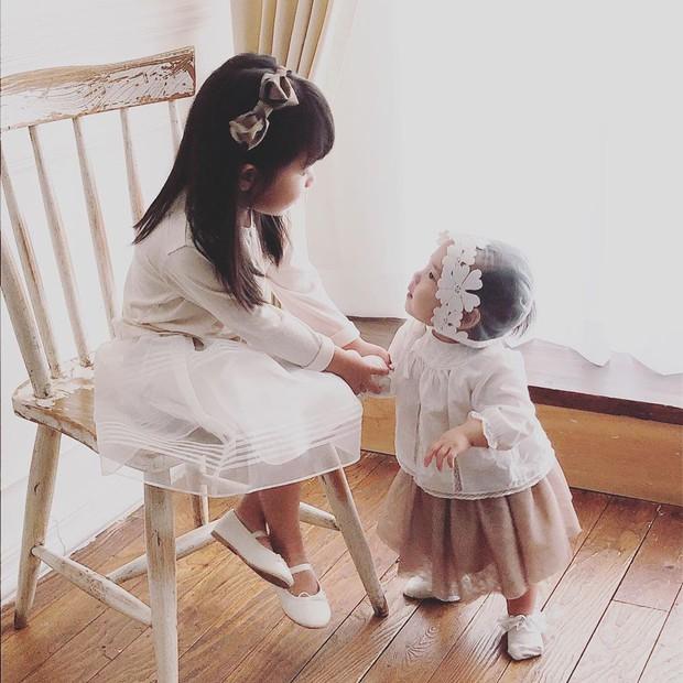 Con gái thứ hai của nữ thần Kpop thế hệ 1 Eugene và tài tử Ki Tae Young gây chú ý vì lộ mặt xinh như thiên thần - Ảnh 6.