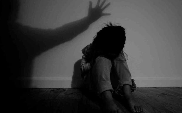 Cha dượng ở Đà Nẵng xâm hại 2 con riêng của vợ, khiến bé gái 14 tuổi có thai - Ảnh 1.