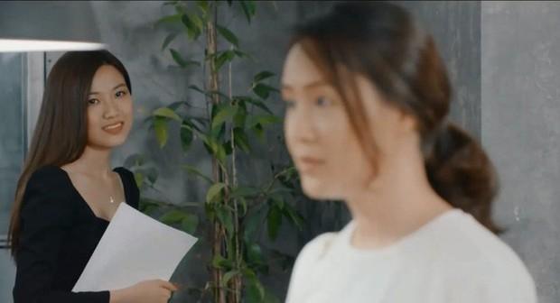 Nhìn là ghét trong phim nhưng tiểu tam Trà (Hoa hồng trên ngực trái) ngoài đời hóa ra xinh đẹp, sexy tới cỡ này - Ảnh 1.
