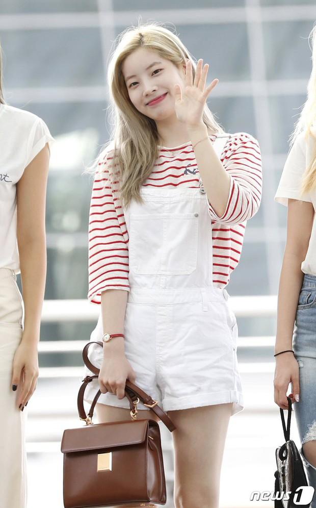 Nhìn loạt idol Hàn có ngay 12 công thức diện áo phông đi học xinh lung linh mà bạn nên bỏ túi để xài dần - Ảnh 4.