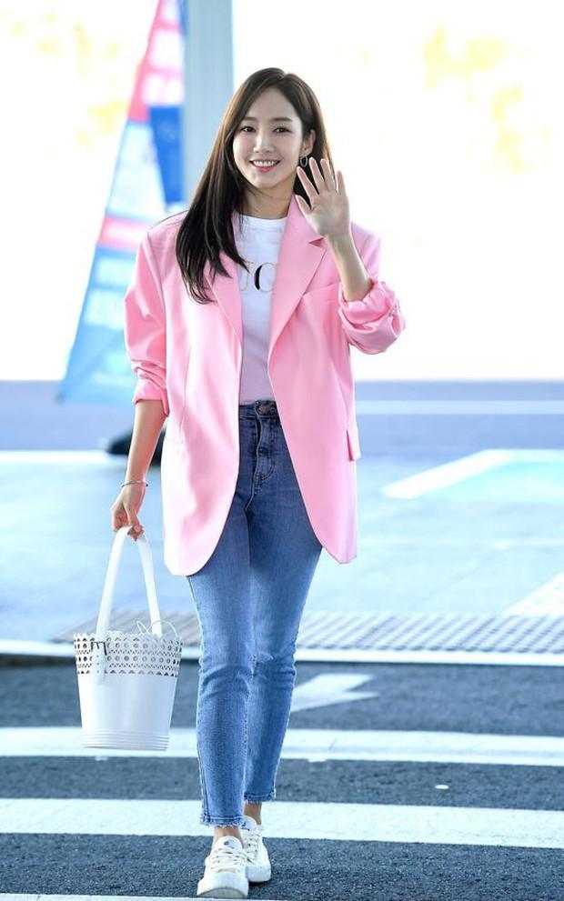 Nhìn loạt idol Hàn có ngay 12 công thức diện áo phông đi học xinh lung linh mà bạn nên bỏ túi để xài dần - Ảnh 12.