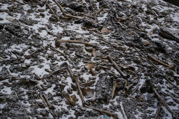 Bí ẩn rùng rợn của hồ nước cứ hè đến là hàng trăm bộ xương người lộ ra, khoa học chịu bó tay suốt hàng chục năm trời - Ảnh 1.