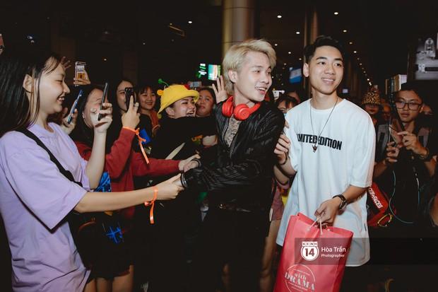 Sân bay Tân Sơn Nhất lại vừa vỡ trận khi fan của Jack và K-ICM đổ bộ lúc đêm khuya đón Idol trở về từ Hàn Quốc - Ảnh 3.
