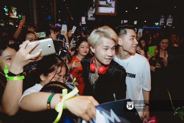 Sân bay Tân Sơn Nhất lại vừa vỡ trận khi fan của Jack và K-ICM đổ bộ lúc đêm khuya đón Idol trở về từ Hàn Quốc - Ảnh 4.