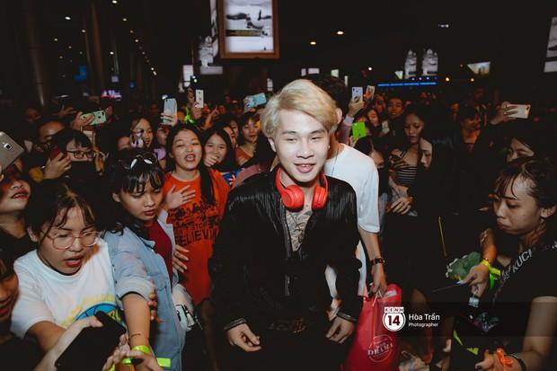 Sân bay Tân Sơn Nhất lại vừa vỡ trận khi fan của Jack và K-ICM đổ bộ lúc đêm khuya đón Idol trở về từ Hàn Quốc - Ảnh 5.