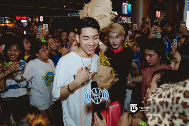 Sân bay Tân Sơn Nhất lại vừa vỡ trận khi fan của Jack và K-ICM đổ bộ lúc đêm khuya đón Idol trở về từ Hàn Quốc - Ảnh 8.