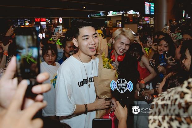 Sân bay Tân Sơn Nhất lại vừa vỡ trận khi fan của Jack và K-ICM đổ bộ lúc đêm khuya đón Idol trở về từ Hàn Quốc - Ảnh 9.