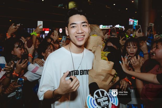 Sân bay Tân Sơn Nhất lại vừa vỡ trận khi fan của Jack và K-ICM đổ bộ lúc đêm khuya đón Idol trở về từ Hàn Quốc - Ảnh 10.