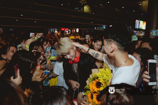 Sân bay Tân Sơn Nhất lại vừa vỡ trận khi fan của Jack và K-ICM đổ bộ lúc đêm khuya đón Idol trở về từ Hàn Quốc - Ảnh 14.