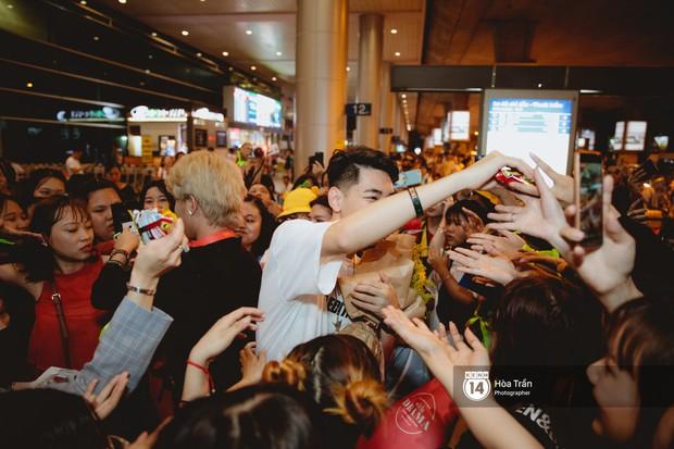 Sân bay Tân Sơn Nhất lại vừa vỡ trận khi fan của Jack và K-ICM đổ bộ lúc đêm khuya đón Idol trở về từ Hàn Quốc - Ảnh 16.
