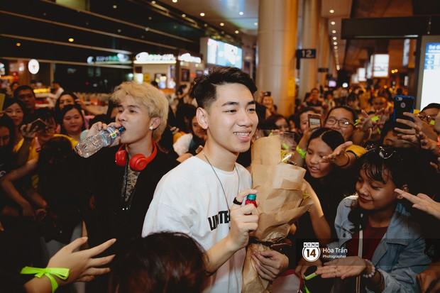 Sân bay Tân Sơn Nhất lại vừa vỡ trận khi fan của Jack và K-ICM đổ bộ lúc đêm khuya đón Idol trở về từ Hàn Quốc - Ảnh 17.