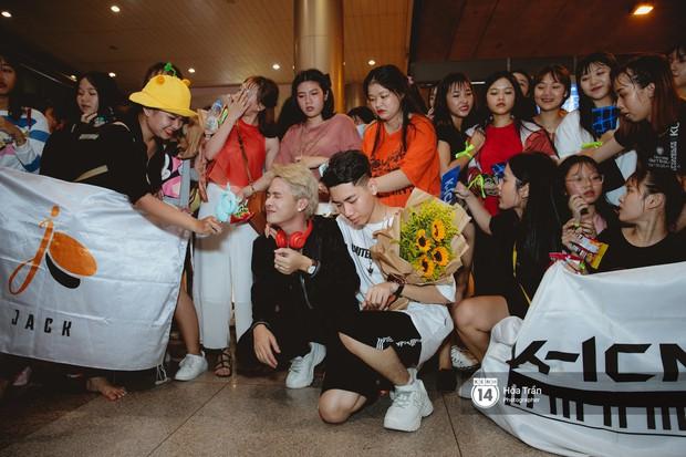 Sân bay Tân Sơn Nhất lại vừa vỡ trận khi fan của Jack và K-ICM đổ bộ lúc đêm khuya đón Idol trở về từ Hàn Quốc - Ảnh 20.