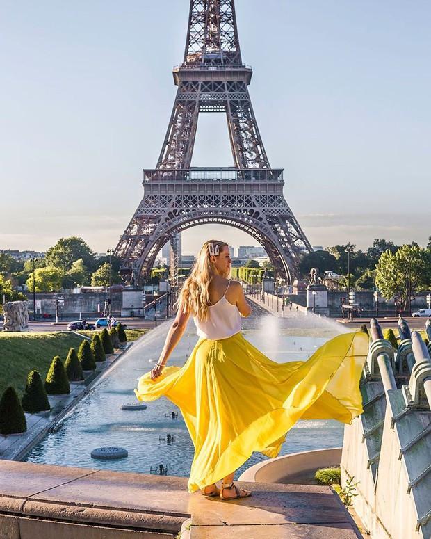 Trời quá nóng, chân tháp Eiffel biến thành… bể bơi khổng lồ, người dân và du khách kéo đến đông nghịt - Ảnh 4.