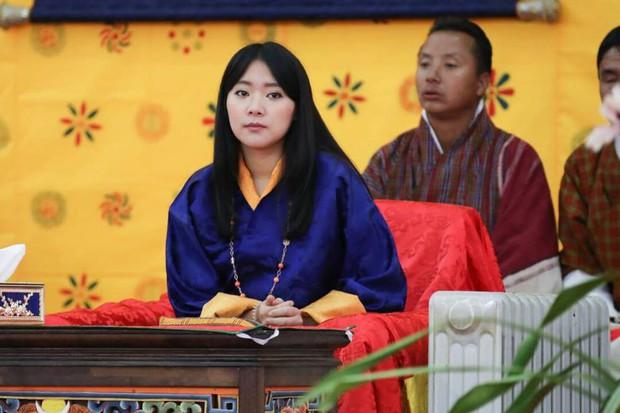 Chân dung thần tiên tỷ tỷ của Hoàng gia Bhutan, nàng công chúa tài sắc vẹn toàn, làm điên đảo cộng đồng mạng trong suốt thời gian qua - Ảnh 2.