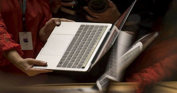 Việt Nam chính thức cấm mang Macbook Pro lên máy bay - Ảnh 1.