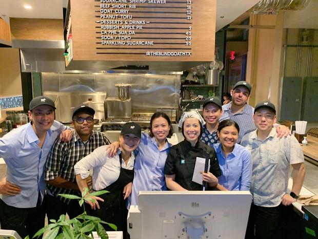"""Nhà hàng Việt ở Mỹ của """"Vua đầu bếp"""" khiếm thị Christine Hà mới khai trương 1 tháng đã bị khách chê đồ ăn thực tế và trên quảng cáo không giống nhau, thực hư thế nào? - Ảnh 2."""