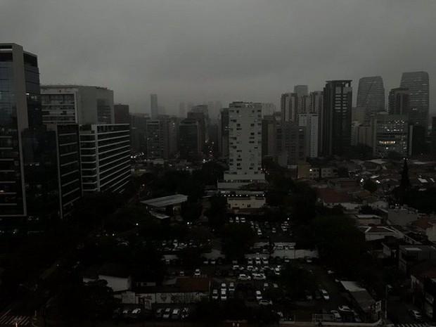 Rừng Amazon cháy lớn, khói phủ đen trời ở thành phố cách cả ngàn kilomet, từ trên quỹ đạo cũng nhìn được khói - Ảnh 3.