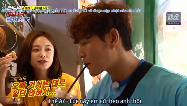 Running Man: Hóa ra cách tiết kiệm của Jeon So Min là... đu bám để Kim Jong Kook trả tiền mọi thứ! - Ảnh 4.