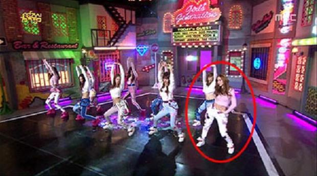 """Idol dính phốt lười biếng khi trình diễn: """"Gà"""" Big 3 áp đảo, Jennie (BLACKPINK) vẫn phải chào thua """"công chúa SM"""" - Ảnh 6."""