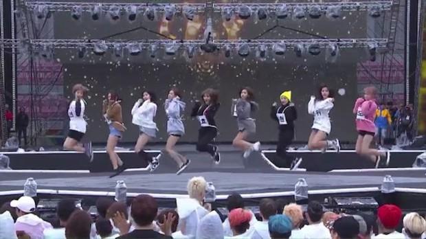"""Idol dính phốt lười biếng khi trình diễn: """"Gà"""" Big 3 áp đảo, Jennie (BLACKPINK) vẫn phải chào thua """"công chúa SM"""" - Ảnh 9."""