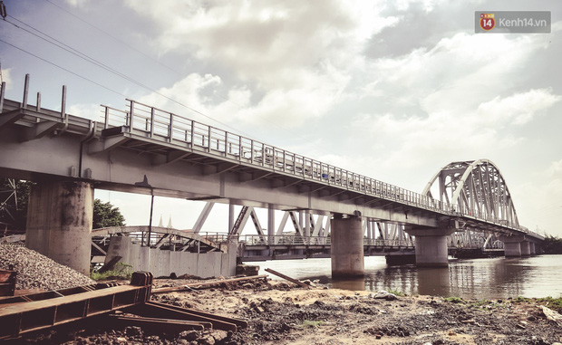 Cận cảnh cầu sắt Bình Lợi mới gần 500 tỉ đồng, sẵn sàng cho tàu hỏa Bắc - Nam chạy thử vào đầu tháng 9/2019 - Ảnh 3.
