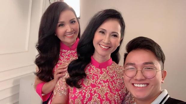 Hình ảnh gây chú ý: 2 mẹ chồng quốc dân NSND Lan Hương và Ngân Quỳnh chung khung hình, khoe vẻ đẹp một chín một mười - Ảnh 1.