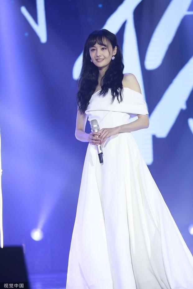 Chưa bao giờ thấy Trịnh Sảng lột xác đến nhường này: Xinh ngút ngàn, bị stylist dìm tơi tả vẫn đẹp xuất sắc - Ảnh 2.