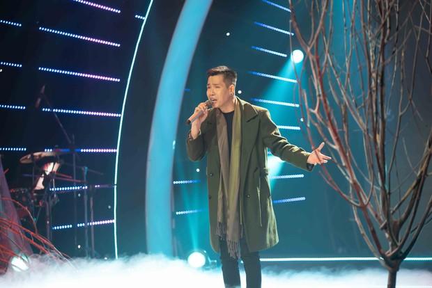 Quốc Đại bật khóc, cảm ơn vợ chồng Cẩm Ly – Minh Vy trên sóng truyền hình - Ảnh 1.