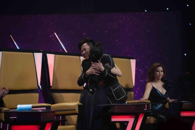 Quốc Đại bật khóc, cảm ơn vợ chồng Cẩm Ly – Minh Vy trên sóng truyền hình - Ảnh 3.