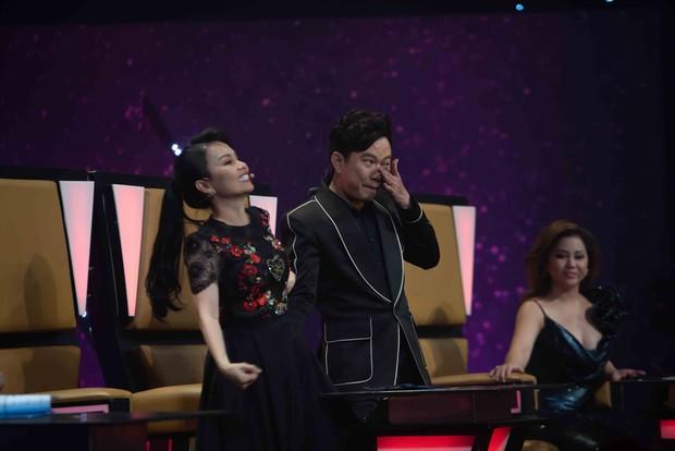 Quốc Đại bật khóc, cảm ơn vợ chồng Cẩm Ly – Minh Vy trên sóng truyền hình - Ảnh 4.