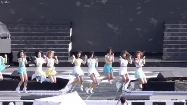 """Idol dính phốt lười biếng khi trình diễn: """"Gà"""" Big 3 áp đảo, Jennie (BLACKPINK) vẫn phải chào thua """"công chúa SM"""" - Ảnh 10."""