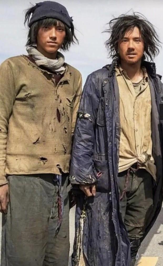 Chị em ngao ngán nhìn anh em Dư Hoài như cái bang, quay sang thấy trai đẹp Chu Nhất Long trắng trẻo ai cũng mê! - Ảnh 3.