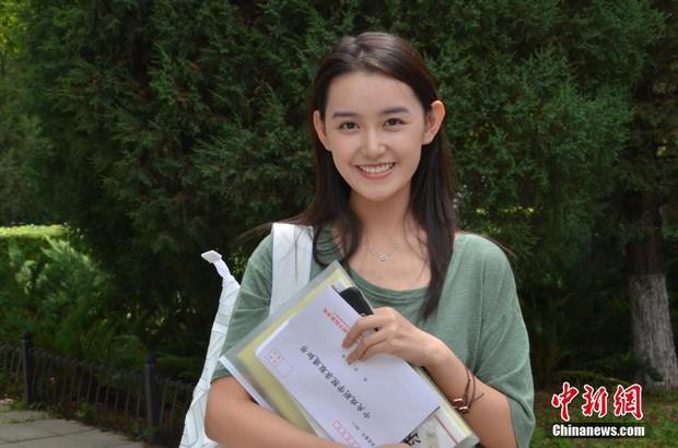 Hoa mắt trước dàn tân sinh viên khí chất ngời ngời tại ngày nhập học HV Hý kịch Trung ương - Ảnh 1.