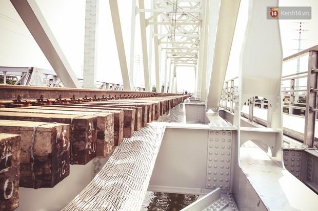 Cận cảnh cầu sắt Bình Lợi mới gần 500 tỉ đồng, sẵn sàng cho tàu hỏa Bắc - Nam chạy thử vào đầu tháng 9/2019 - Ảnh 7.