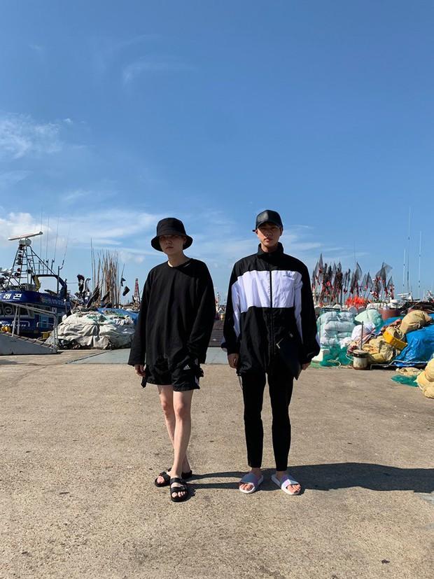 """Đã lâu rồi fan mới thấy BTS có kỳ nghỉ """"healthy và balance"""" đến vậy, bất ngờ nhất là phát hiện ra năng khiếu mới của Jin - Ảnh 7."""