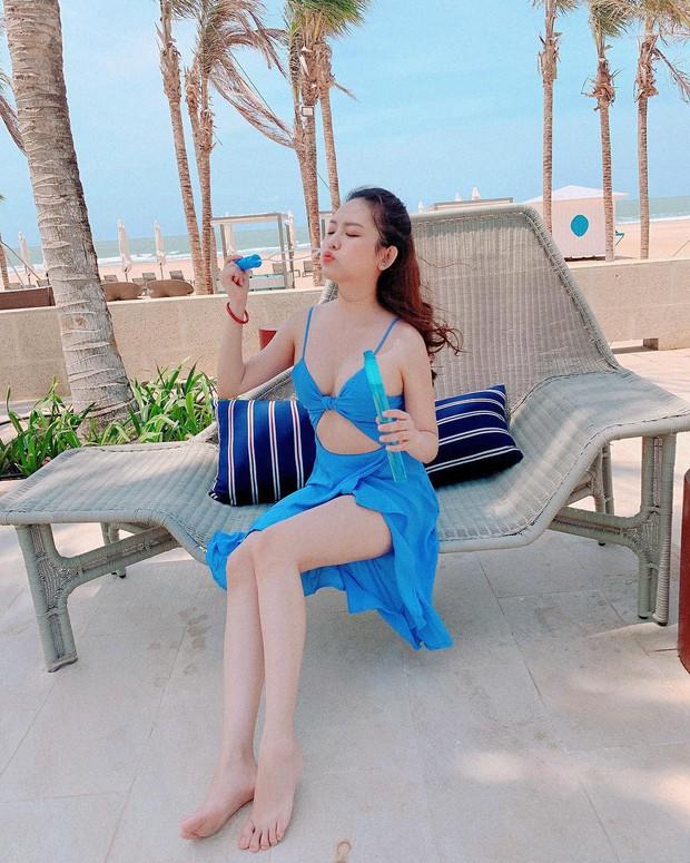 """Du lịch kiểu """"hơi mệt"""" của Thúy Vi: ở trong resort cả ngày, thay chục bộ bikini bên bể bơi, tìm mỏi mắt không thấy ảnh đi ra ngoài! - Ảnh 8."""