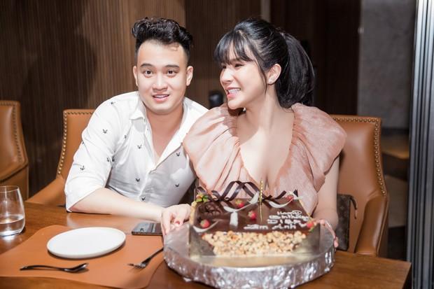 Diệp Lâm Anh khệ nệ bụng bầu ở tháng thứ 6 thai kỳ trong tiệc sinh nhật, Kỳ Duyên trễ nải cùng Minh Triệu đến chung vui - Ảnh 10.