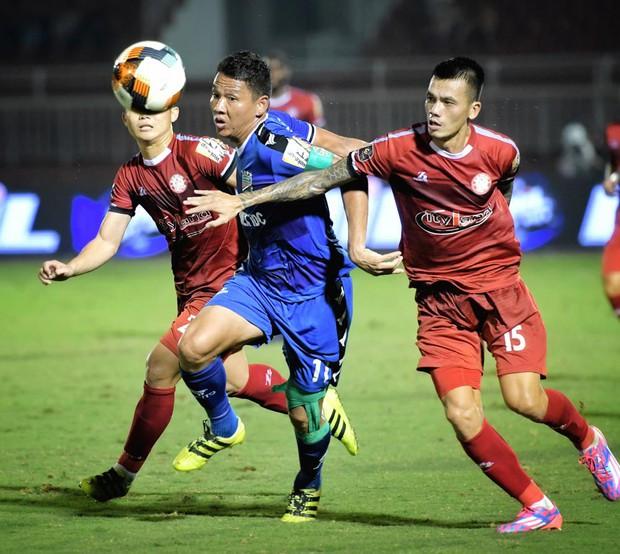 Vừa khỏi chấn thương đã tự ý đi đá phủi, tuyển thủ Việt Nam bị CLB chủ quản kỷ luật - Ảnh 1.